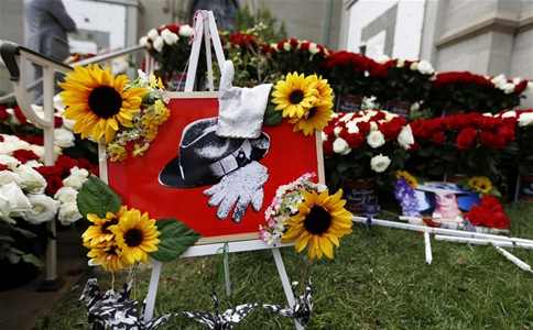 Michael Jackson commemorated in Los Angeles on 10th anniversary of his death