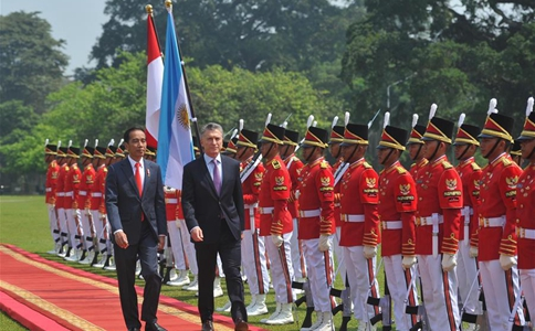Indonesian president meets with visiting Argentine president in Bogor, Indonesia